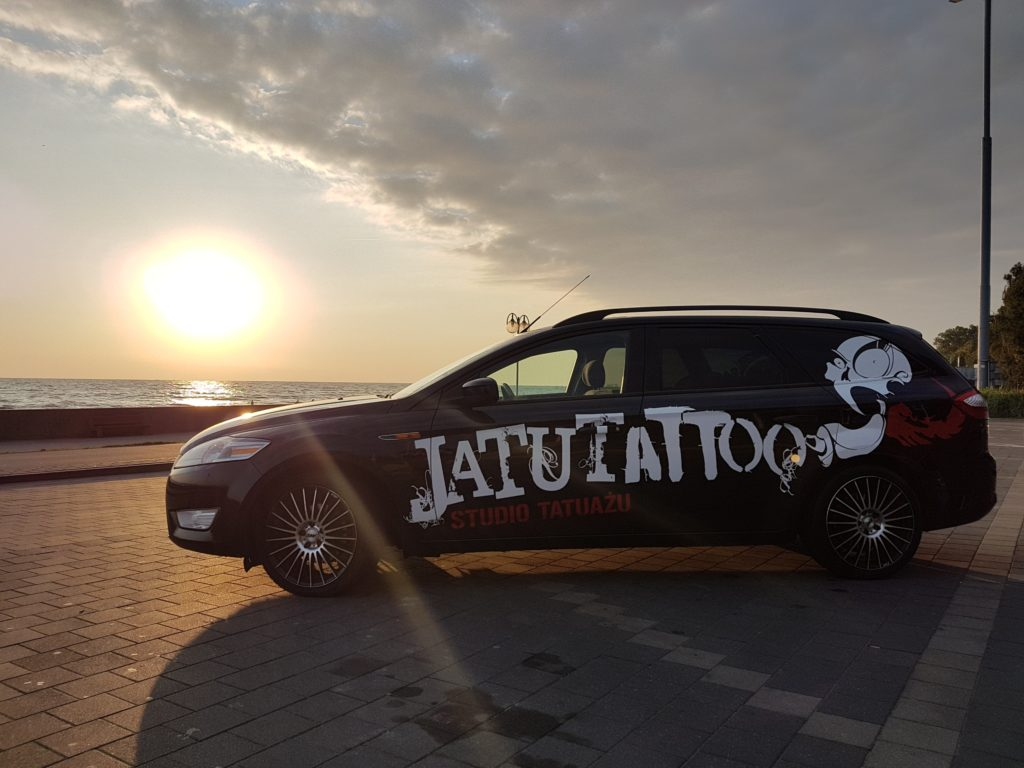 daniel glowna jtt ekipa jatutattoo tatuaze gdynia logo auto wlepa